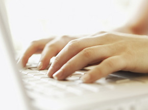 手部写真 打字 键盘