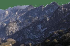 風景秀麗陡峭的山峰