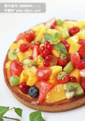 水果蛋糕 西餐 菠萝 草莓 野霉 樱桃 哈密瓜 蛋糕 甜点 餐饮美食 西餐美食